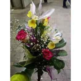 Букет рози, алстромерия и хризантема