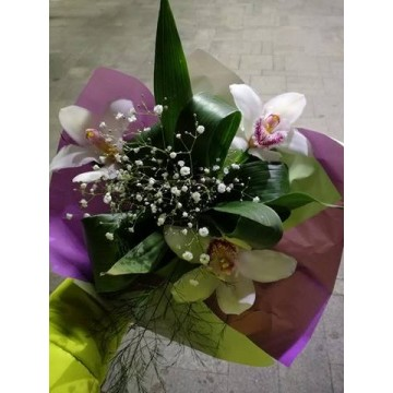 Букет 3 бели орхидеи