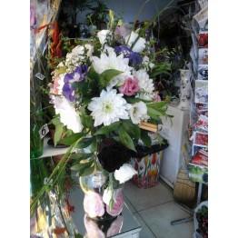 АРАНЖИРОВКА  от хризантема, еустома и вечни рози
